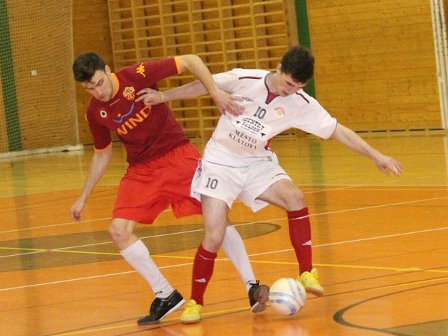 """V Klatovech se bojovalo v okresní soutěži ve futsalu o """"bednu""""."""