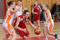Oblastní přebor starších minižákyň U13: BK Klatovy (červené dresy) - BK Karpem Holýšov mix 34:50 a 43:50