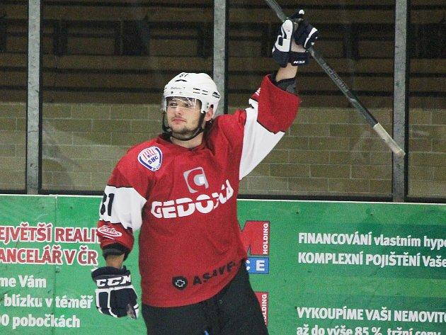 Richard Kristl nastupuje za druholigové Klatovy, snímek je ze středečního zápasu proti Děčínu.
