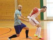 Kapitol liga: SK Klatovy (v bílém) - Mengy Team 0:0.