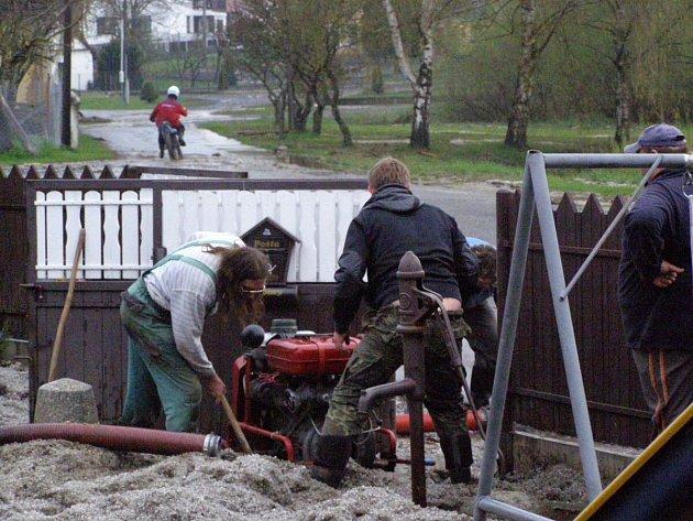 Následky sobotní bouřky v Bílukách
