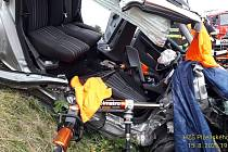 Vážná dopravní nehoda dvou sobních vozidel se stala v neděli večer mezi Klatovy a Ostřeticemi