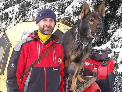 Petr Pospíšil ze Špičáku se psem Badem.