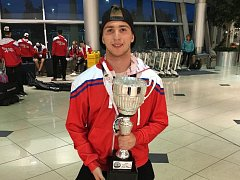 MS v hokejbalu U18 v kanadském St. John's: stříbrná medaile Nicholase Kaňáka.