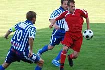 Divizní fotbalisté Klatov (červené dresy) nestačili na Strakonice