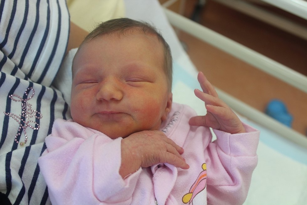 Alice Čaňová z Velkých Hydčic (3290 g, 49 cm) se narodila 14. srpna v 13.40 hodin v klatovské porodnici. Rodiče Šárka a Lumír věděli, že překvapí Kryštofa (4) sestřičkou.