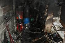 Požár pneuservisu v Klatovech