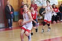 Zápas OP starších žáků U13 v basketbalu Klatovy (bílí) - Karlovy Vary.