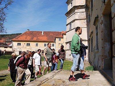 Možnost prohlédnout si, jak probíhá generální rekonstrukce zámku mají návštěvníci v Červeném Poříčí jen třikrát za rok. Jednou z nich  byl uplynulý víkend. Přišlo rovných tisíc návštěvníků.