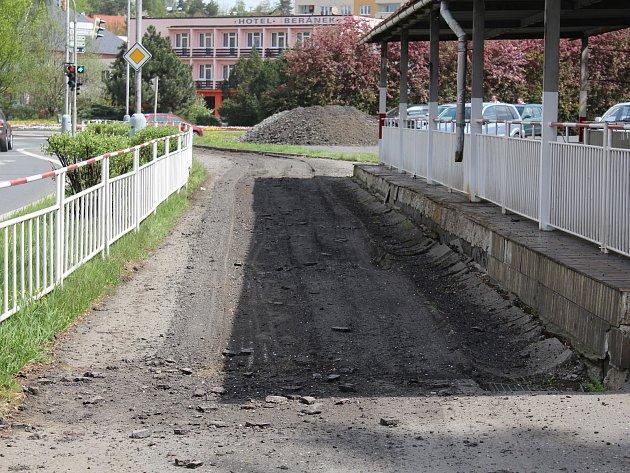 Opravy chodníků vPlzeňské ulici vKlatovech.