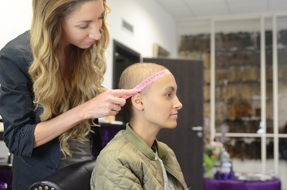 Salon Dlouhovlaska.cz pomáhá dívkám a ženám, které kvůli onkologickému či jinému onemocnění přišly o vlasy.