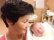 Josef Toman zNýrska (3460 g, 50 cm) se narodil vklatovské porodnici 16. října ve 23.17 hodin. Rodiče Dana a Petr přivítali svého syna na svět společně. Na brášku se těší Žofinka (3).