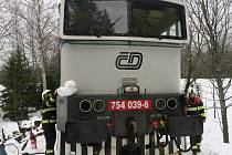 K požáru lokomotivy osobního vlaku vyjížděli v pátek před polednem hasiči mezi Železnou Rudu a Špičák.