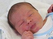 Tomáš Vaněk z Lužan (3770 g) se narodil v klatovské porodnici 14. června v 18.30 hodin. Rodiče Kateřina a Jiří přivítali očekávaného syna na světě společně. Na brášku se těší Verunka (5).