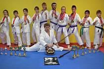 Karatisté z Horažďovic se mohou pochlubit pořádnou sbírkou medailí a pohárů.