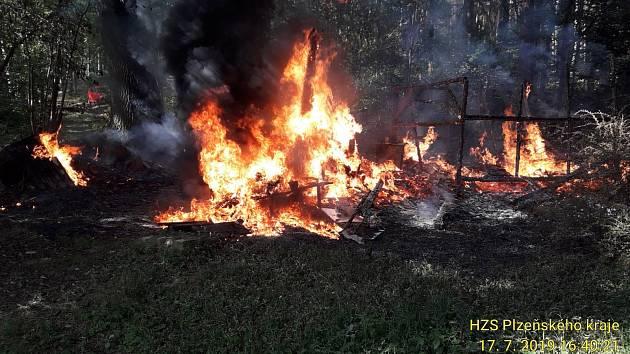 Požár včelína na Chanovicku.