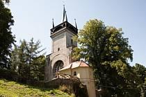 Nedaleko Chudenic můžeme najít rozhlednu Bolfánek. Z této věže, která se nachází na nejvyšším vrcholu lesa Žďár.