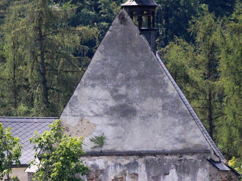 Kostel sv. Máří Magdalény ve Velharticích.