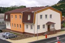 Novou administrativní budovu za téměř 12,5 milionů korun v úterý slavnostně otevřela za účasti představitelů Plzeńského kraje Správa a údržba silnic Klatovy v Sušici