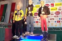 Jiří Přibík z Tatranu Železná Ruda skončil v seniorské kategorii třetí (zcela vpravo).