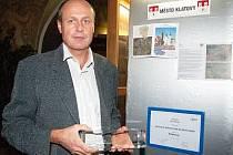 Starosta Klatov Rudolf Salvetr s oceněním Město pro byznys roku 2009.