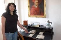 Miroslava Žáková představuje zámeckou expozici v Chudenicích.