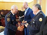 Ocenění profesionálních a dobrovolných hasičů z Klatovska hejtmanem.