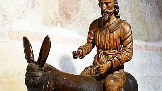 KRISTUS na oslátku, mírně podživotní dřevořezba ze 17.století, sbírky Muzea středního Pootaví ve Strakonicích - exponát výstavy Kristus v umění věků v Muzeu Šumavy v Kašperských Horách.