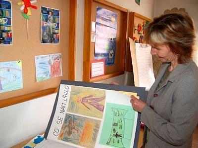 Marie Rábové představuje prezentace dětí, které vznikly během projektu Cesta za knihou.