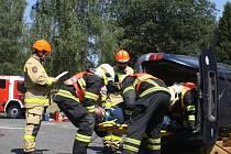 Dobrovolní hasiči vyprošťovali na Rudě zraněné z vozidel