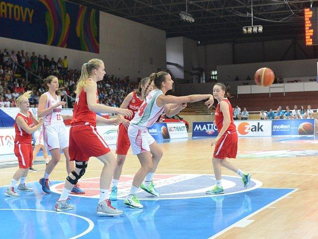 České reprezentantky podlehly v neděli na MS do 17 let Maďarkám v prodloužení 85:88.