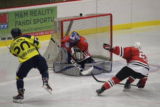 Hokejisté Klatov uhráli s Kobrou Praha remízu 1:1. V nájezdech byli úspěšnější hráči z hlavního města.