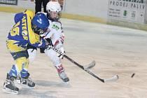 Žákovská liga mladších žáků: HC Klatovy (v bílém) - HC Třemošná 1:13.