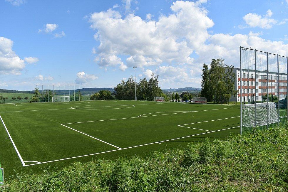 Nové fotbalové hřiště s umělou trávou v Klatovech. Zasloužil se o něj zejména předseda SK Klatovy 1898 Jindřich Sojka.