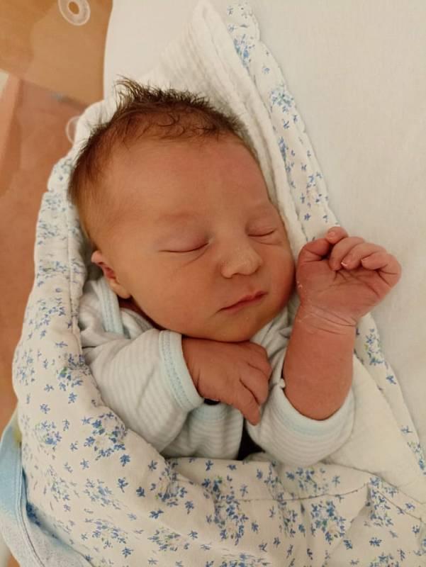 Jakub Švec zMilínova se narodil vklatovské porodnici 14. září ve 21:03 hodin (3800 g, 51 cm). Rodiče Ludmila a Pavel věděli, že jejich prvorozeným miminkem bude chlapeček. Tatínek byl u porodu obrovskou oporou.