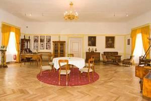 Zámek s muzeem se nachází v obci Žihobce, zhruba 12 km od Sušice, 13 km od Kašperských Hor a necelých 9 km od Rabí. Foto: Muzeum Lamberská stezka a Infocentrum Žihobce