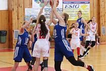 Liga mladších žákyň U14 2017/2018: Klatovy (bílé dresy) - Karlovy Vary