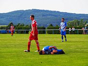FOTBALISTÉ LUBŮ (hráči v červených dresech) sestoupili, ale v Nýrsku (v modrém) urvali jedinou výhru venku. Foto: Aneta Kalivodová