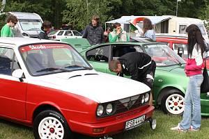 Tradiční sraz vozů Škoda v Běšinech