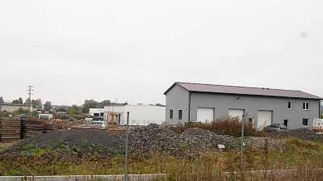 Průmyslová zóna Pod Borem v Klatovech zatím připomíná staveniště.