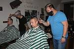 Noční stříhání v Barber Shopu v Klatovech.