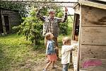 Film Matky, snímky jsou z natáčení v obci Prádlo u Nepomuka.