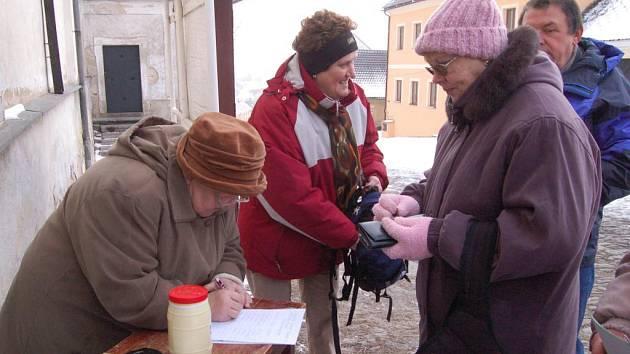Pochodu, který založil bývalý plánický farář Josef Žák, se letos zúčastnilo kolem čtyřiceti účastníků