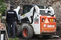 Na nádvoří muzea v Sušici nalezli archeologové kosterní pozůstatky