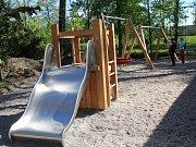 Dětské hřiště v Mercandinových sadech v Klatovech je dokončeno.