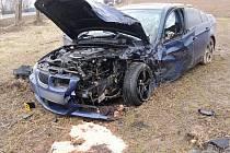 Sobotní srážka dvou osobních aut na Bukováku