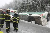 Nehoda autobusu plného dětí u Javorné