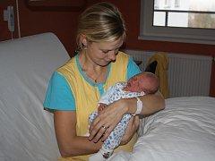 Dominik Rejthar z Křenic se narodil v klatovské porodnici 19. října ve 22.56 hodin. Vážil 3180 gramů a měřil 52 cm. Rodiče Lenka a Vlastimil přivítali očekávaného syna společně na porodním sále. Doma se na brášku těší Natálie (2,5).