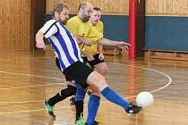 Zimní amatérská liga: ST Smrk Klatovy (žluté dresy) - SK Panters Klatovy 4:2