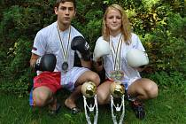 Úspěšní kickboxeři z Klatov Nikola Hammerová a Aleš Martínek.